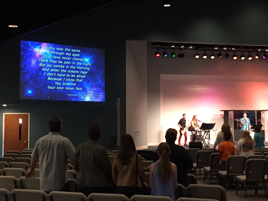 left front projection screen at hopewell fellowship church in telford